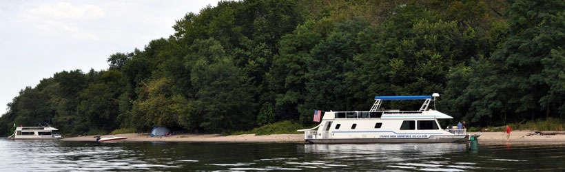 Houseboating in the Illinois River Valley